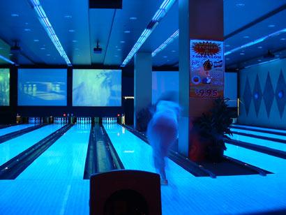 freaky_bowling_em.jpg